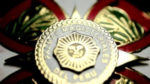 Descentralizar la condecoración de Palmas Magisteriales