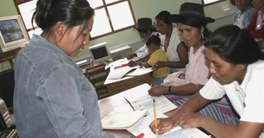 104039-amplian-30-horas-jornada-laboral-profesores-secundaria-hugo-diaz