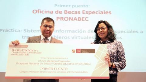MINEDU premia a ganadores del V Concurso Nacional de Buenas Prácticas en Gestión Pública y Anticorrupción en Educación 2016