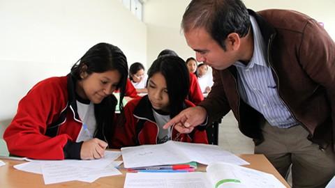 Más de 160 mil docentes contratados recibirán aumento de sueldo a partir de agosto de este año