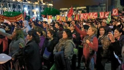 Si hay solución, la huelga continúa, un artículo de Fernando Tuesta