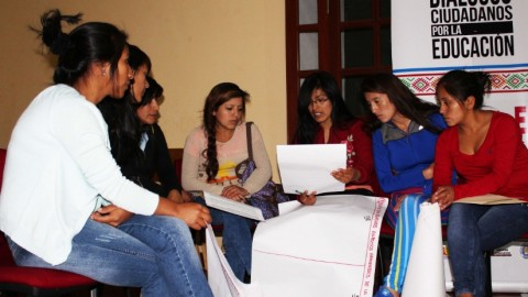 Diálogos sobre la educación en zonas rurales en Ayacucho