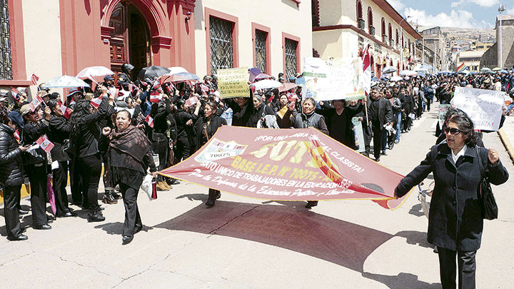 noticia-p13n1-maestros-p-desfile-sutep-10