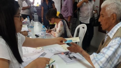 Gobierno transfirió a regiones más de S/ 12 millones para pago de bonos a docentes