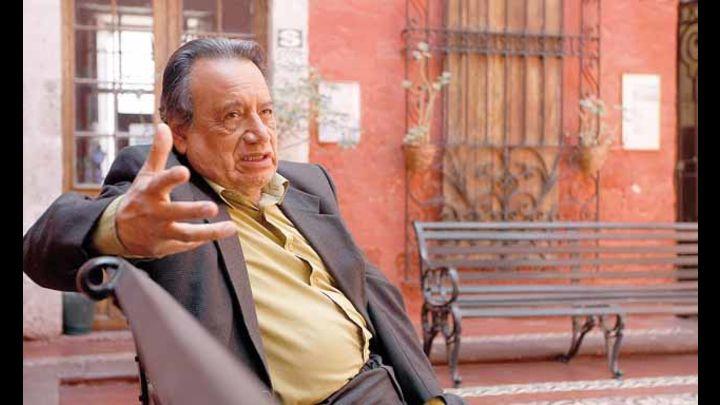 SINESIO LOPEZ  SOCIOLOGO PROFESOR DE LA PUCP EN ENTREVISTA