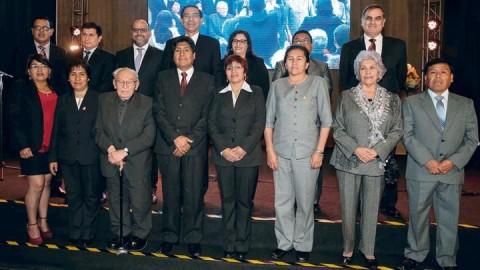 Presidente Vizcarra anuncia incremento del piso salarial a docentes