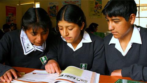 Edugestores en mesa técnica para la construcción del marco orientador de la educación de adolescentes