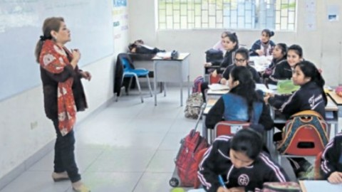 Comisión del congreso aprobó proyecto de ley que propone reponer a docentes interinos sin título