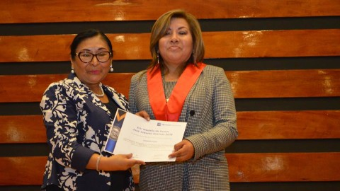 Edugestora Oliva Ita recibió medalla Encinas en el Grado de Gran Oficial