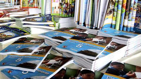 Diez criterios en informe de grupo de trabajo que revisa textos escolares
