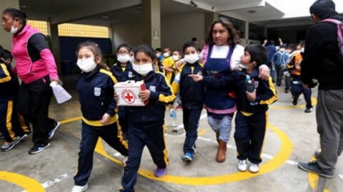 Minedu suspende clases en 62 colegios por explosiones del volcán Ubinas