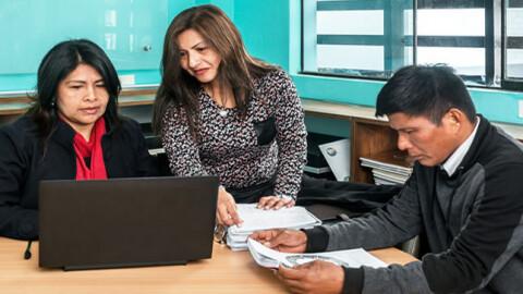 Más de 32 mil docentes son capacitados en pensamiento crítico