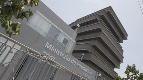 Gobierno decreta plan de emergencia para universidades públicas que no logren licencia