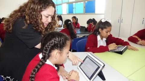 Minedu actualiza en matemática a docentes de secundaria de Lima
