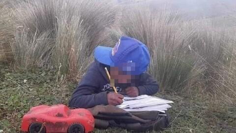Huancavelica: Escolares suben a los cerros para recibir clases virtuales