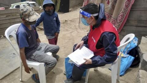 Voluntarios de la DRELM  refuerzan aprendizajes escolares casa por casa en Ate y SJM