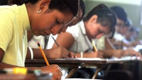 Congreso dejó sin efecto ley que repone a docentes desaprobados
