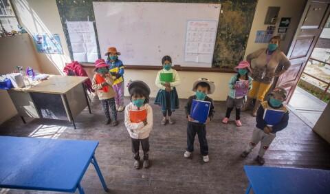 Informe diario La República: Los niños que volvieron a las aulas